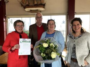 Marleen ontving een prijs voor haar inzet van Stichting Bouwstenen voor Dierenwelzijn